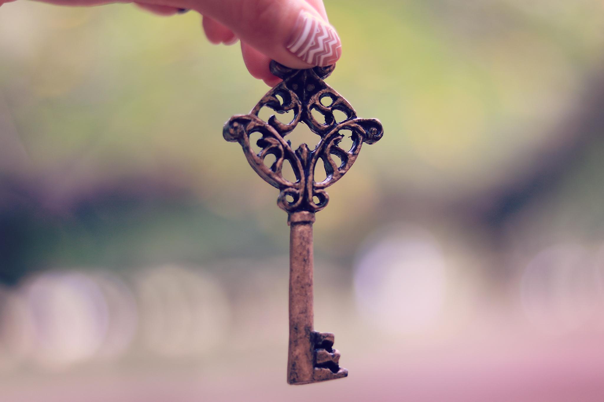 雰囲気のあるアンティークな鍵