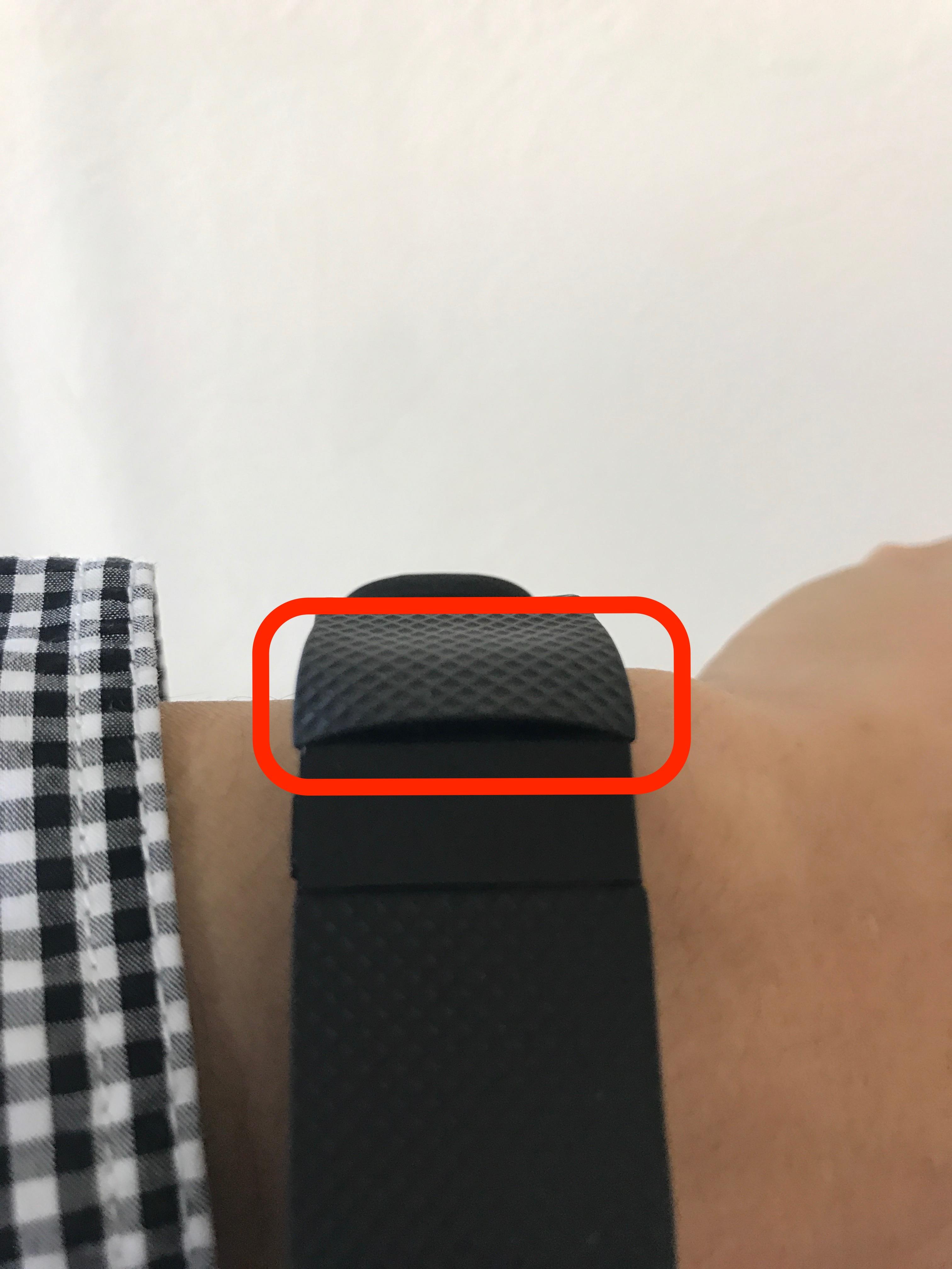 Fitbit「Charge HR」のバンドと画面表示部の境目が剥がれる不具合