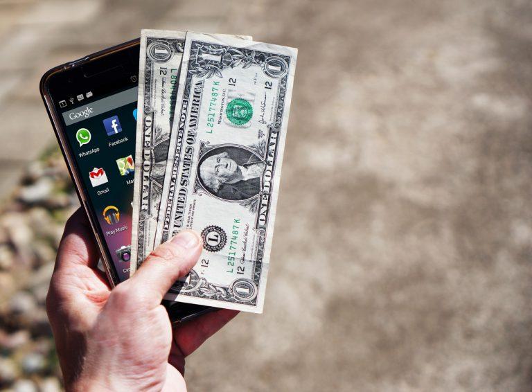 スマホと現金