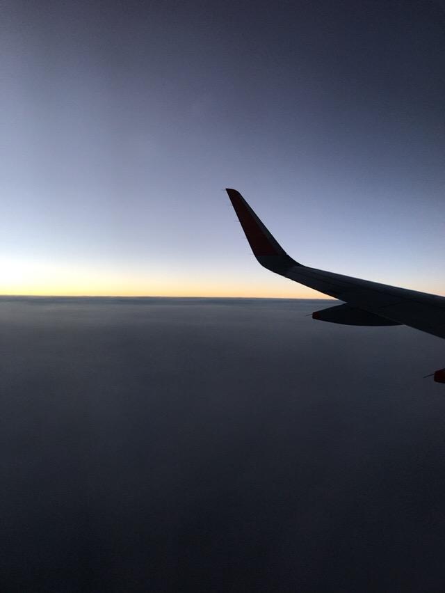 夕日が落ちそうな時の上空からの写真