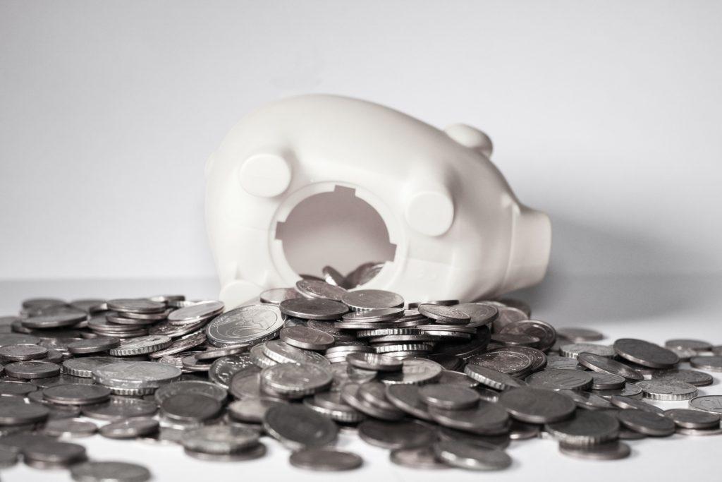 破壊された豚さん貯金箱