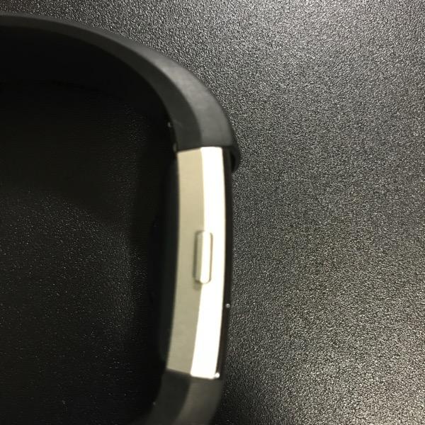 Fitbit Charge2 のリストバンドが破損 問い合わせたら アメリカから無償で新品が送られて来ました 2