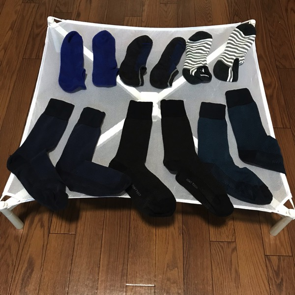 洗濯の手間を半減させてくれるセーター干しネット 干すのも取り込むのも楽チンに 1