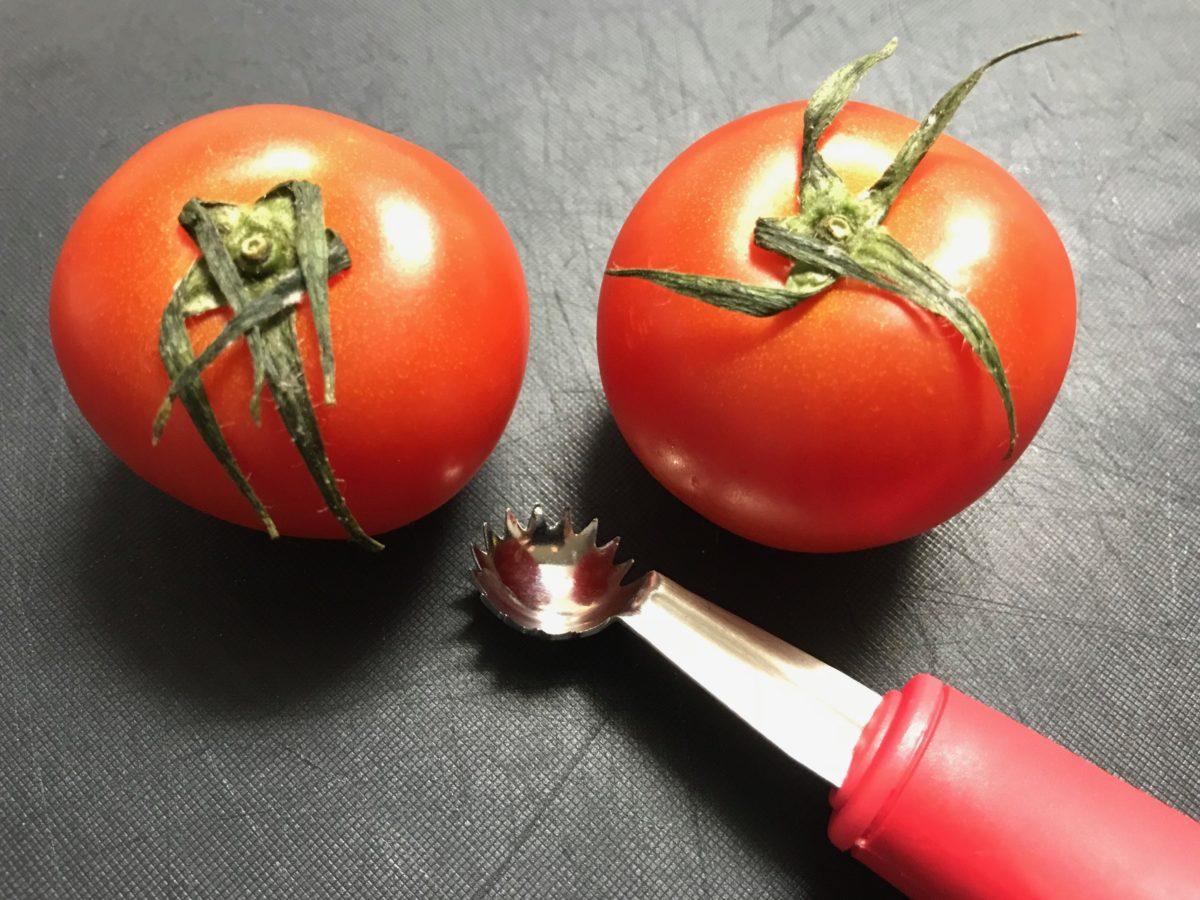 トマトシャークがお勧め!包丁より安全にトマトのヘタが取れるのが良い!