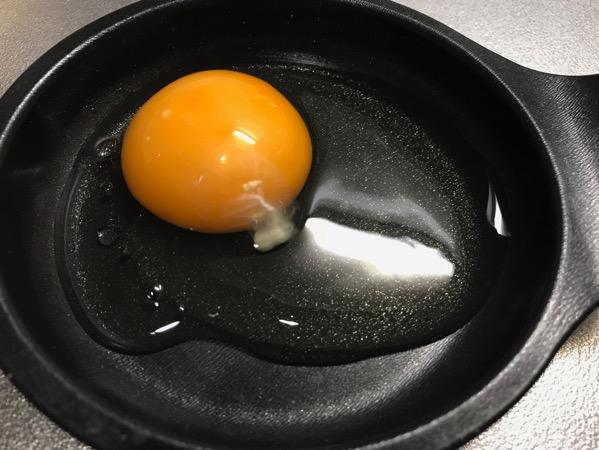 メンドくさがり屋の目玉焼きの作り方は 専用プレートをオーブンに入れるだけ1