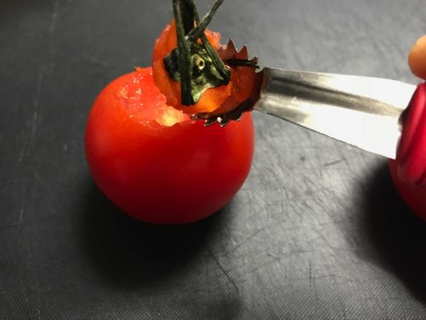 トマトシャークがお勧め 包丁より安全にトマトのヘタが取れるのが良い 3