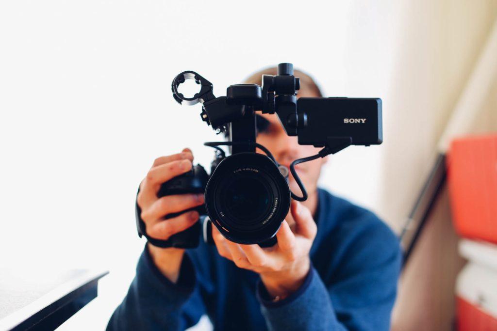 カメラを向けられている自分