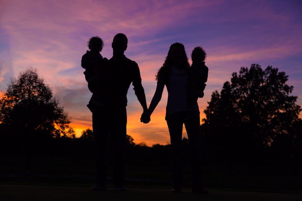 家族で歩く
