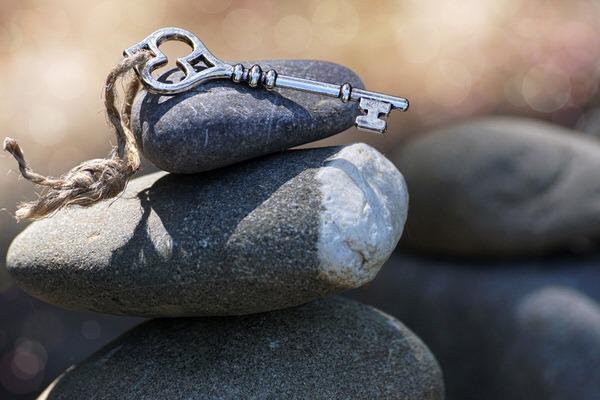 石の上の鍵